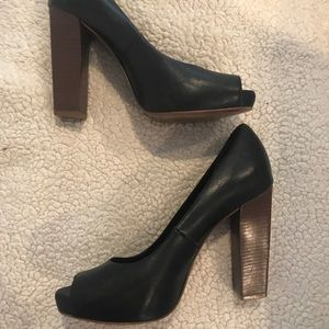Tory burch black leather peep toe pumps